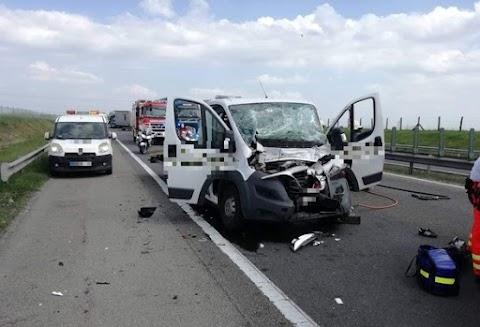 Egy kamionnak ütközött egy autómentő az M1-es autópályán