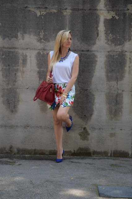 outfit stampa a fiori come abbinare la stampa a fiori abbinamenti stampa a fiori how to wear floral print how to combine floral print mariafelicia magno fashion blogger colorblock by felym outfit luglio 2016 outfit estivi summer outfits july outfits fashion blogger italiane fashion bloggers italy influencer italiane italian influencer