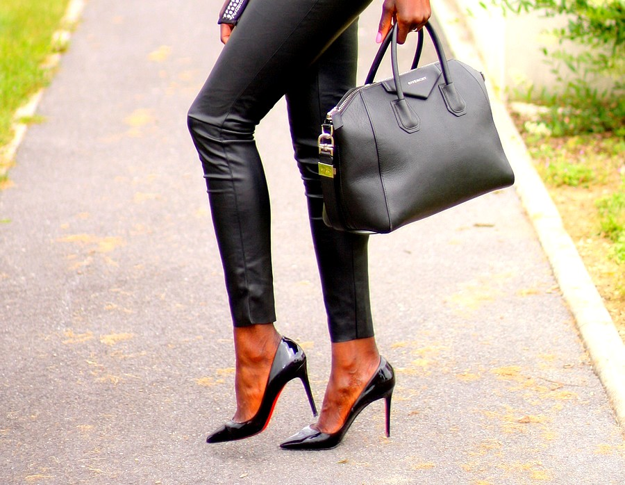 escarpins-louboutin-pigalle-legging-cuir-givenchy-antigona-bag-blog-mode