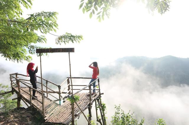Tebing Watu Mabur, Pilihan Lokasi Camping Untuk Menanti Matahari Terbit