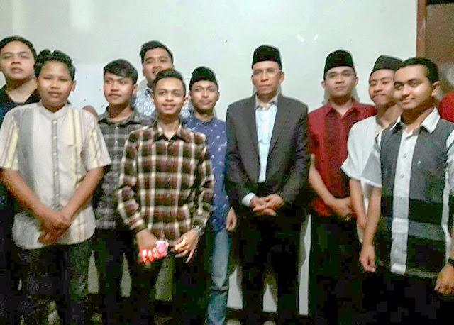 TGB Ajak Mahasiswa NTB Di Bandung Kembangkan Potensi