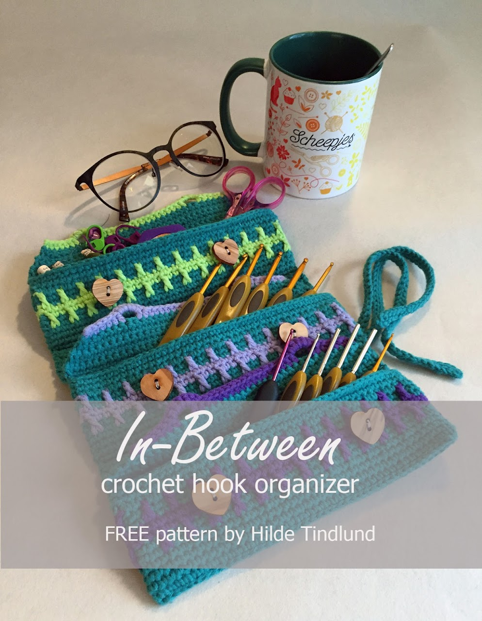 In-Between crochet hook organizer. FREE crochet pattern by www.roadrash.no
