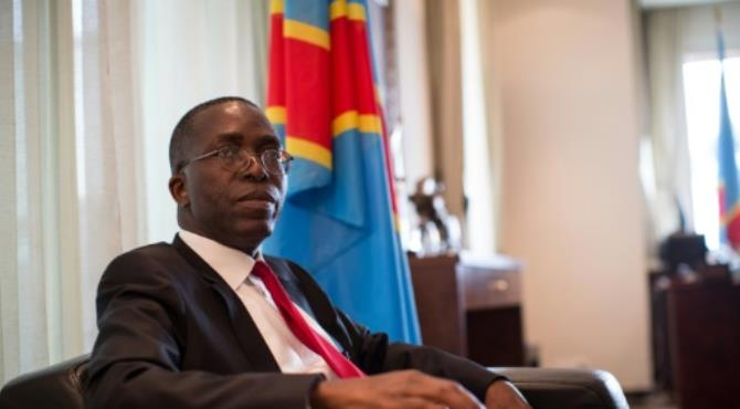 Congolese Prime Minister Augustin Matata Ponyo resigned Monday to make way for an opposition figure to take his place following talks aimed at averting a political crisis.