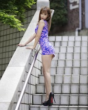 A sexy girl in tight dress showing her sexy legs [19pics]