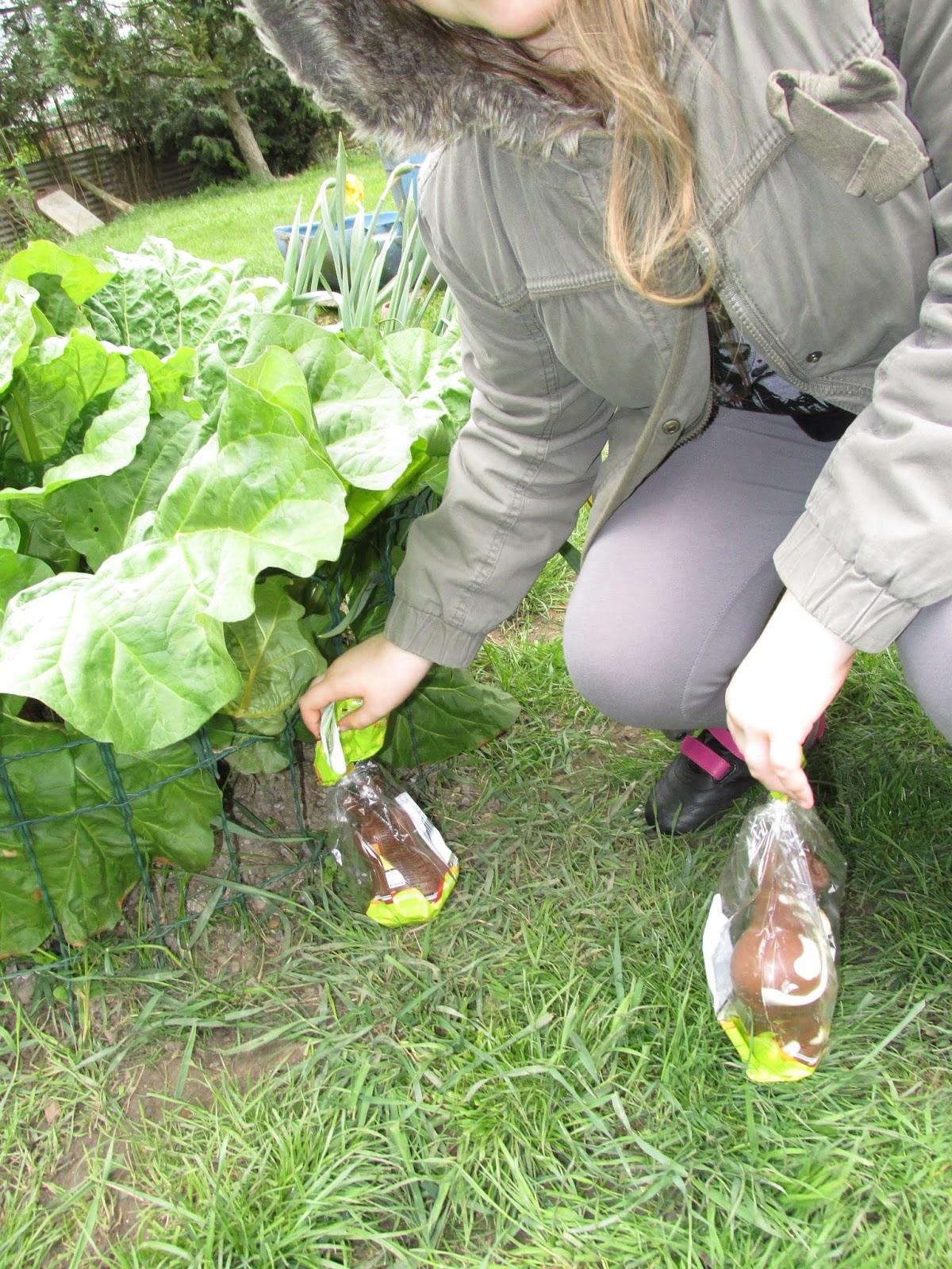 Fleur et lumi re les cloches sont pass es dans le jardin de papy et mamie lucie partie la - Mamie baise dans le jardin ...