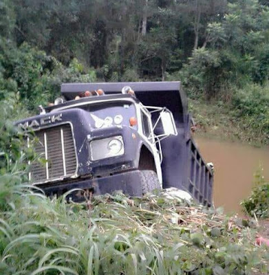 Nigerians Celebrate After Escaping Death In Mack Truck Accident