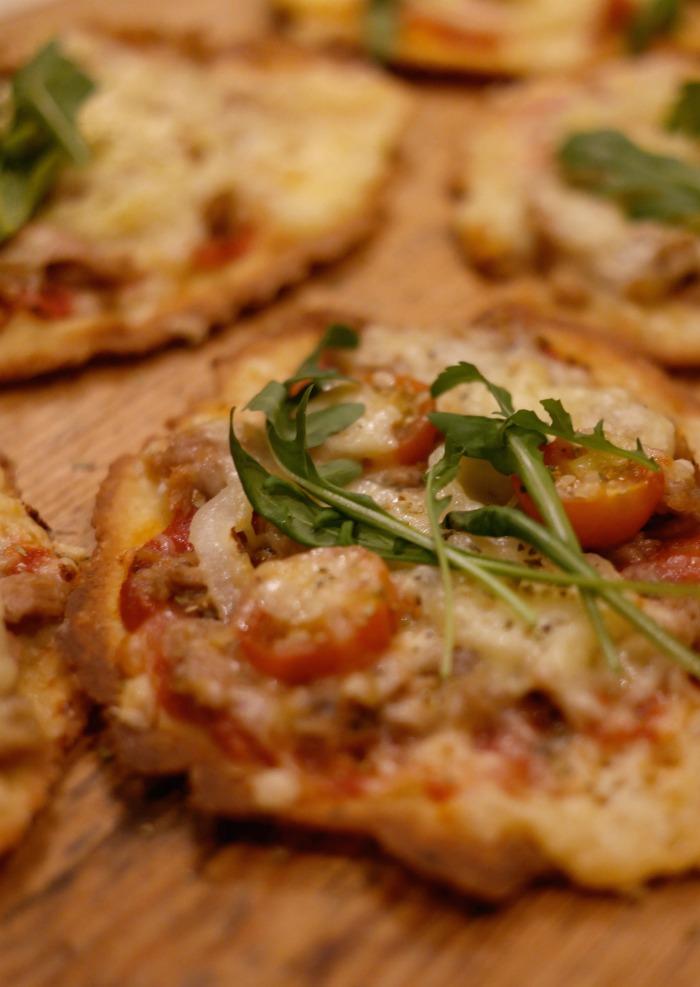 pizzaa kivellä paistettuna