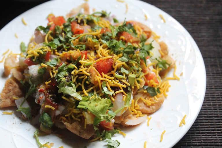 Papdi Chaat Recipe - Papri Chaat Recipe - Dahi Papdi Chaat