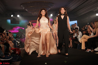 Manjari Phadnis Walks the Ramp At Designer Nidhi Munim Summer Collection Fashion Week (17).JPG