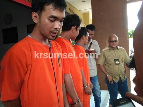Jual Ekstasi, Kurir Ditangkap Polisi Yang Menyamar
