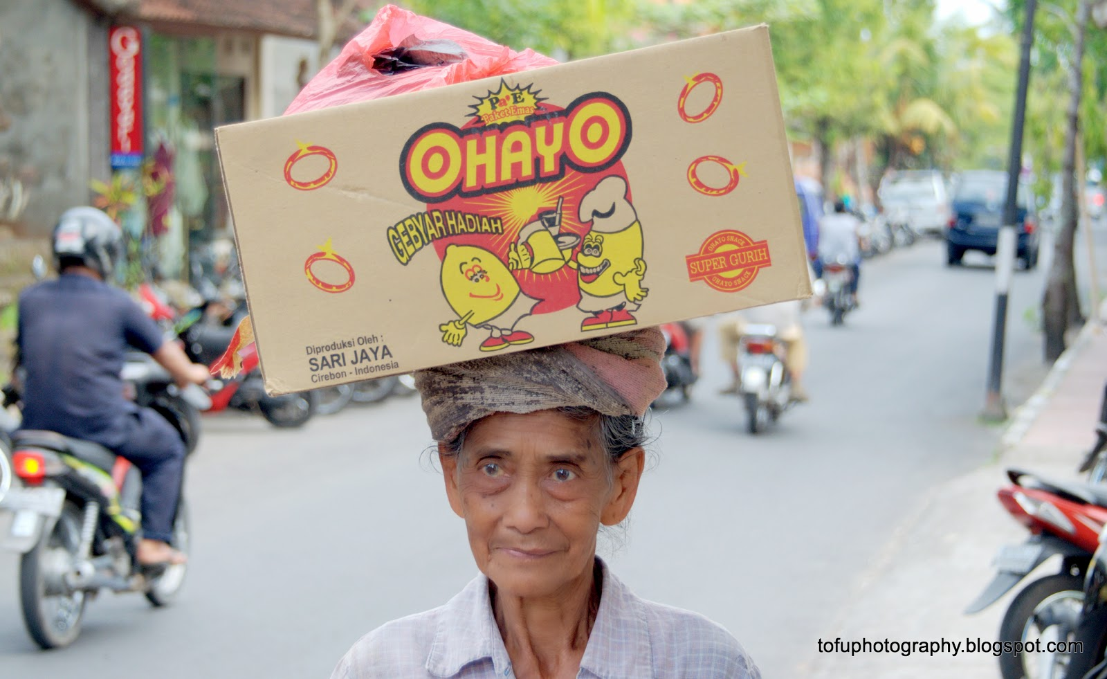 Tofu Photography Old Balinese Lady Carrying A Box On Her