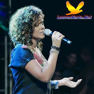 Cantora Nivea Soares