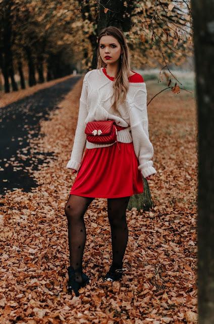 Czerwona sukienka i sweter