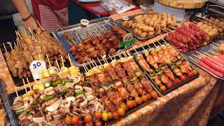 Mercado, Night market,tailandia, comida, precio, gastos, brochetas, pinchos, alimento