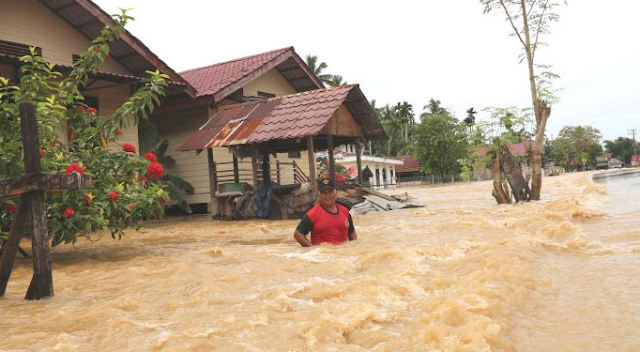 Rumah Hanyut, Ribuan Warga Mengungsi, Banjir di 5 wilayah di Aceh