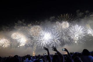 Barulho excessivo nas festas de fim de ano pode afetar audição