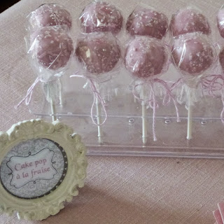 https://danslacuisinedhilary.blogspot.com/2014/10/cake-pop-la-fraise-strawberry-cake-pop.html