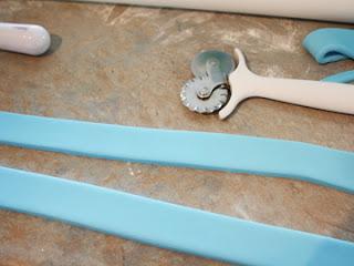 cortar tiras de pasta de azúcar