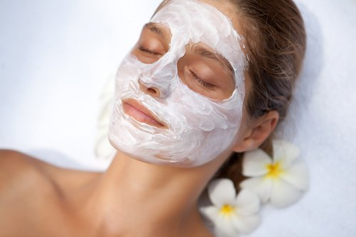 Masques visage maison l 39 ail pour rajeunir le visage - Masque pour visage fait maison ...