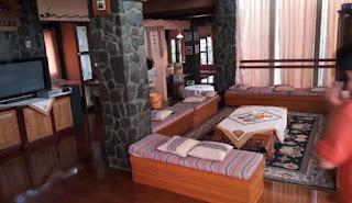 Living Room Villa Gartik ini cukup unik