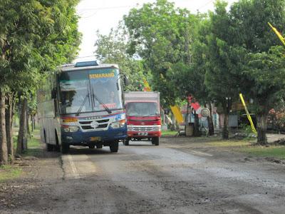 aksi-kebut-bus-surabaya