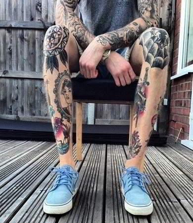 tatuajes estilo neotradicional en las piernas para hombre