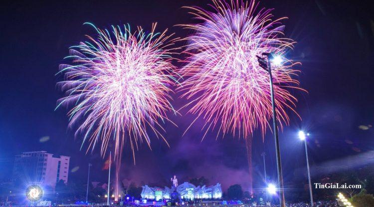 Gia Lai bắn pháo hoa 15 phút trong đêm hội Giao thừa mừng Xuân Kỷ Hợi 2019