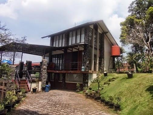 Villa Revin istana bunga Lembang.