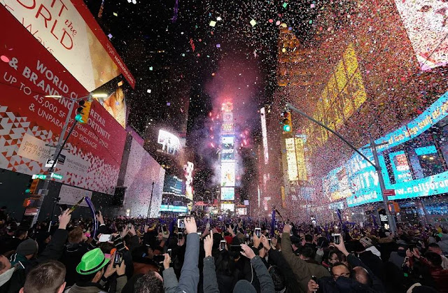 times-square-new-york-city-new-years-eve-fireworks-2018
