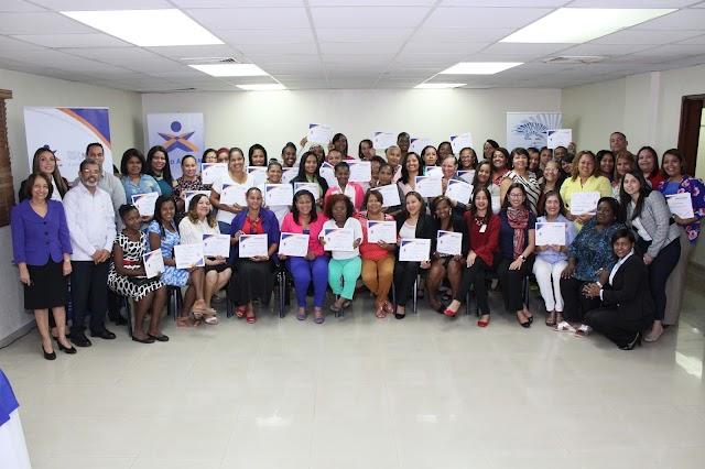 Certifican a más de 40 microemprendedoras en Finanzas y Liderazgo
