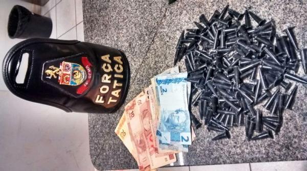 Jovens tentam fugir da PM por vários bairros, mas acabam presos por tráfico de drogas em Mogi-Guaçu (SP)