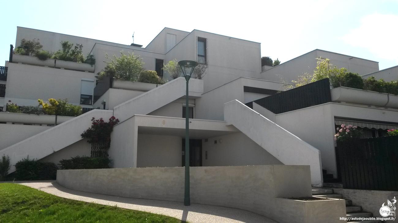 Champs sur marne r sidence anpar andrault parat for Architecte de pyramide