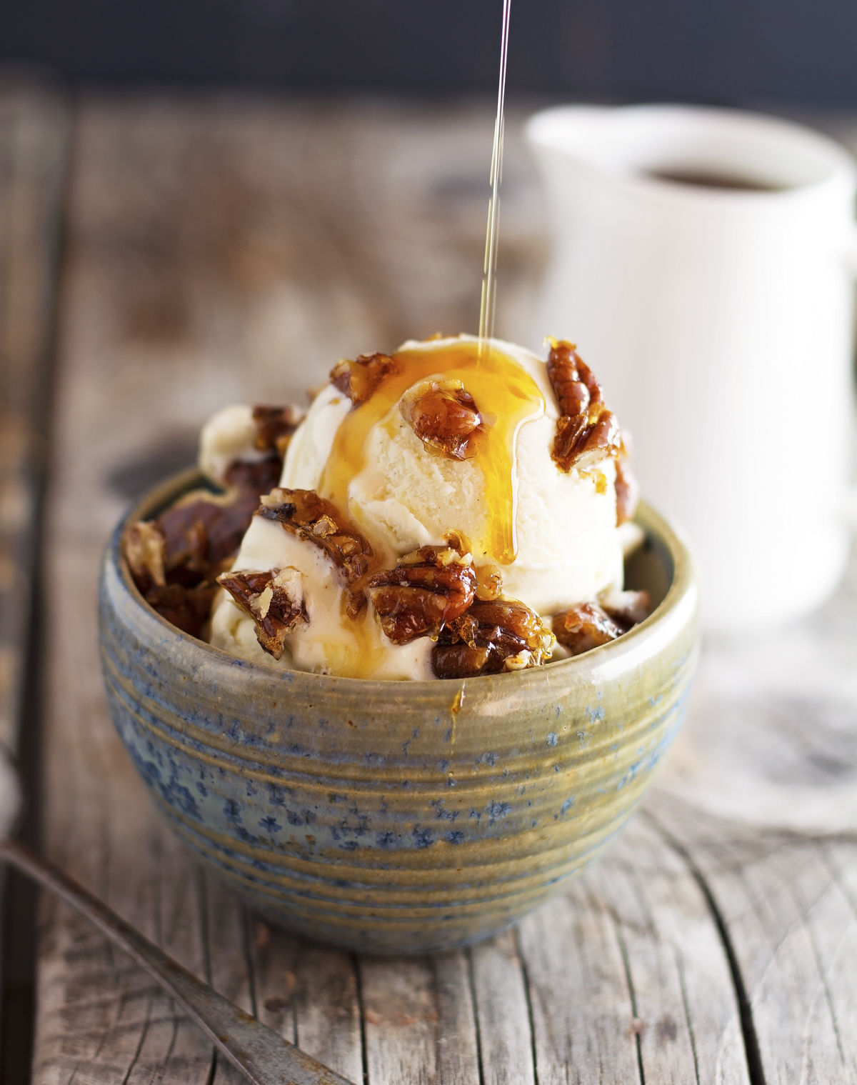 (Paleo) 3-Ingredient Vanilla Ice-Cream with Ginger Pecan Crunch