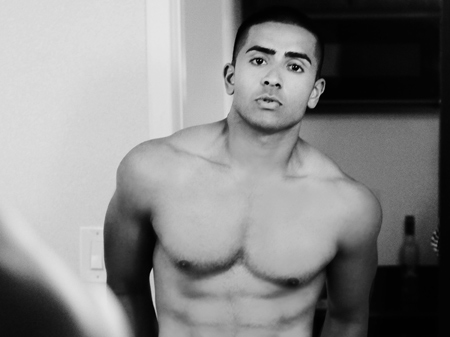 Thread: First Indian guy with abs I've seen