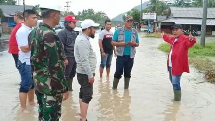 Plt Bupati Nanang Ermanto  Tinjau Banjir di Katibung Lamsel.