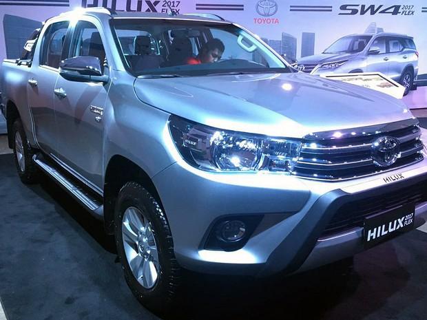 Veja os preços dos carros Toyota Hilux e SW4 com motor flex