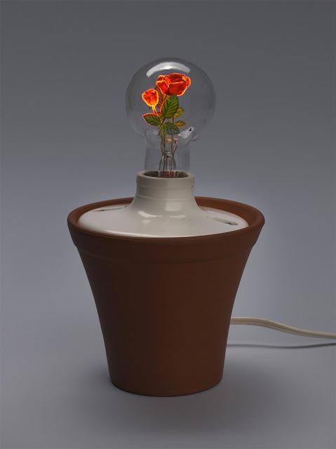 光の花が咲く、幻想的な電球が美しい【Art】