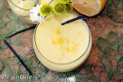 Pianka cytrynowo-waniliowa z jogurtem i odżywką białkową