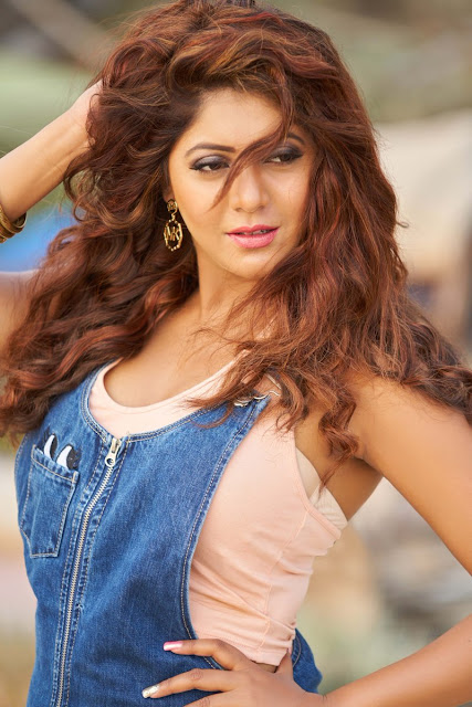 Actress and Model Sejal Mandavia Hot Photoshoot