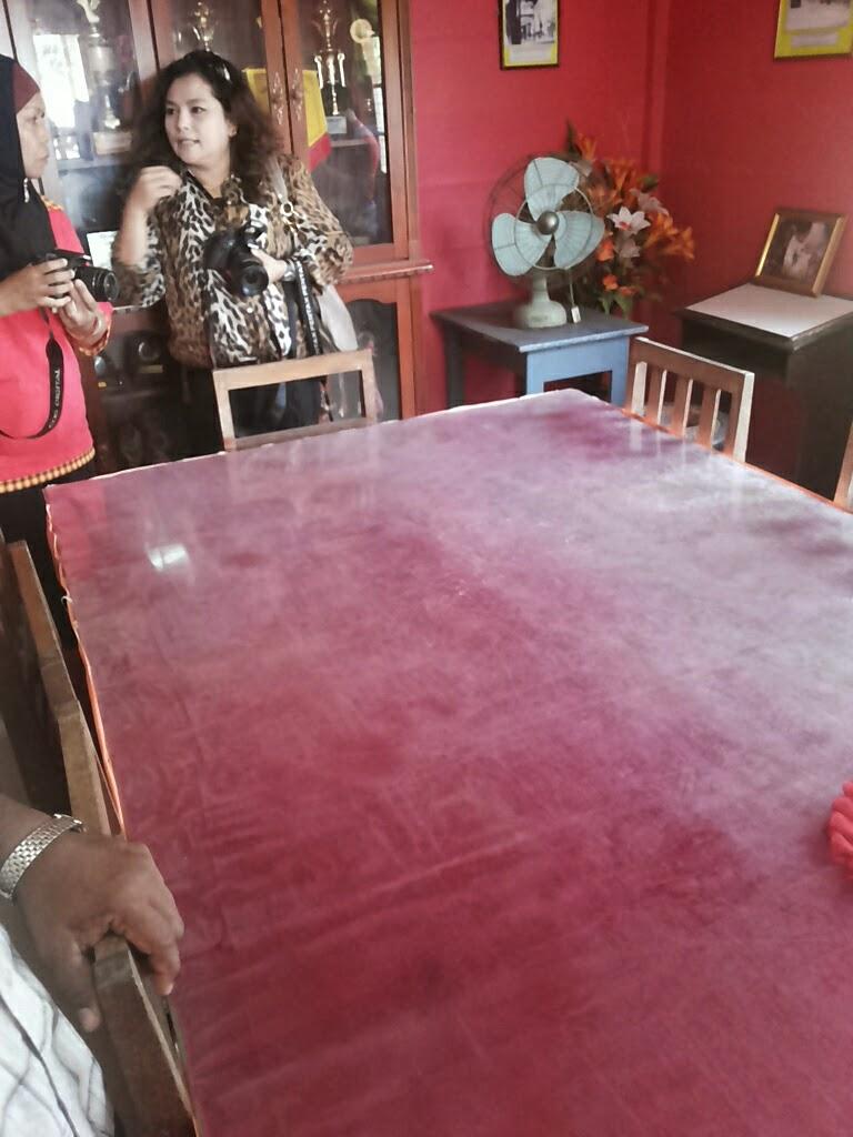 Meja rundingan yang diguanakn semasa rundingan antara Tunku Abdul Rahman & Chin Peng