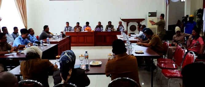 KPU dan Panwas Kota Tual mengakui terkendala di tiga kecamatan yakni Pulau-pulau Kur, Tayando Tam dan Pulau-pulau Kur Selatan.