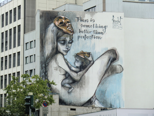 street art pe o cladire din Frankfurt, Germania