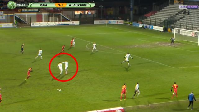 Deux joueurs d'Auxerre se battent en plein match et se font expulser !