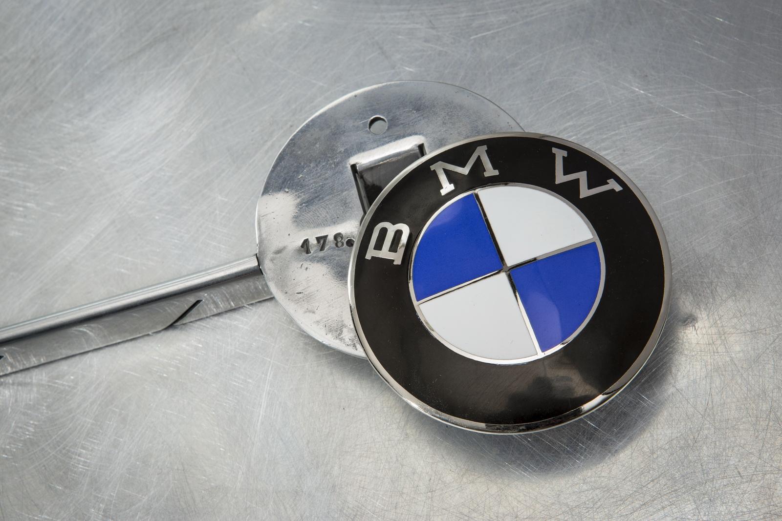 Elvis-BMW507-10.jpg