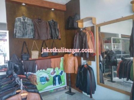 area samping toko jaket kulit asgar