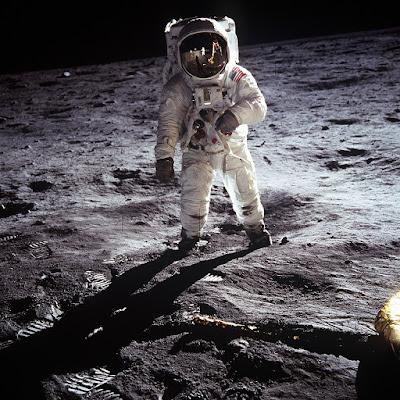 Manusia di Bulan.jpg