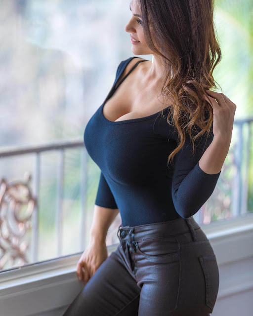 Denise-Milani-official-Instagram-beautiful-image-view