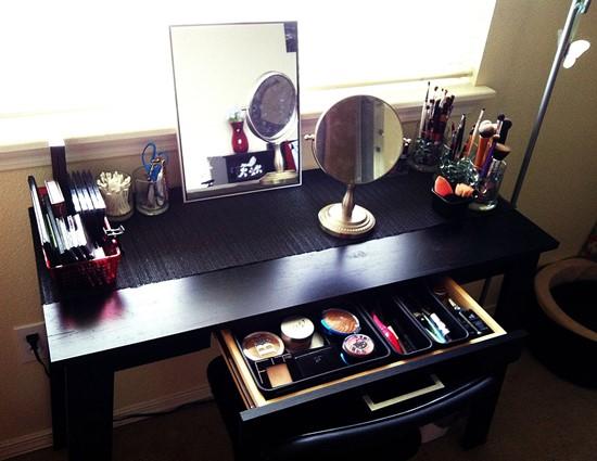Black-Makeup-Vanity-Table-with-Storage-Drawer 20 Unbelievable Make-up Self-importance Desk Concepts Interior