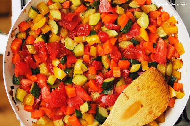 jak przygotować duszone warzywa do makaronu