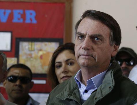 Bolsonaro barra Folha e outros jornais em primeira entrevista coletiva como presidente eleito